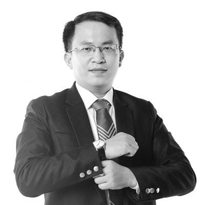 Luật sư Nguyễn Đức Hoàng - Tác phong làm việc chuyên nghiệp, kiến thức vững chắc.