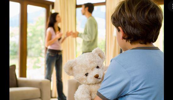 Ngăn cấm con không được gặp bố mẹ sau ly hôn